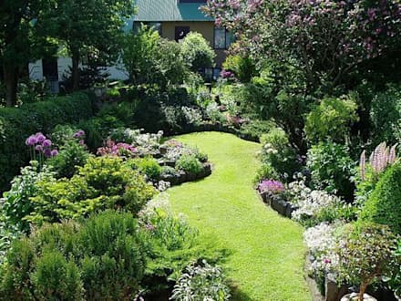 Piccoli giardini realizzati in città. small garden in the city: Giardino in stile in stile Classico di Dotto Francesco consulting Green
