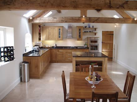 Oak kitchen: classic Kitchen by Churchwood Design