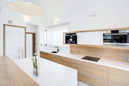 k o l o r   w e   w n ę t r z u: styl , w kategorii Kuchnia zaprojektowany przez DK architektura wnętrz