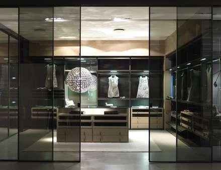 Oak Fume - walk-in-wardrobe:  Gastronomy by Lamco Design LTD