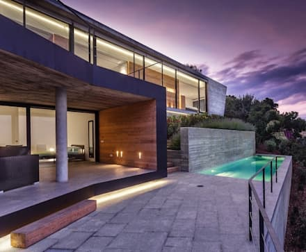 Howa en la noche.: Casas de estilo moderno de VelezCarrascoArquitecto VCArq