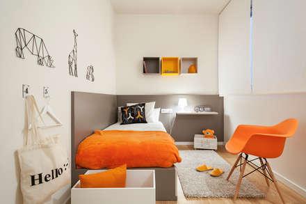 PISO PILOTO EN BARCELONA CUIDAD todo decorado por HOME DECO by JUDITH FARRAN : Dormitorios infantiles de estilo moderno de Home Deco Decoración