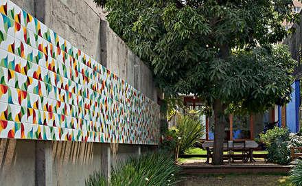 Sobrado 1939: Jardins modernos por Ana Sawaia Arquitetura