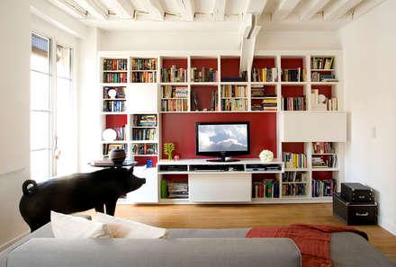 Remodelage d'un 2 pièces parisien - Paris 1er  : Salon de style de style Moderne par ATELIER FB