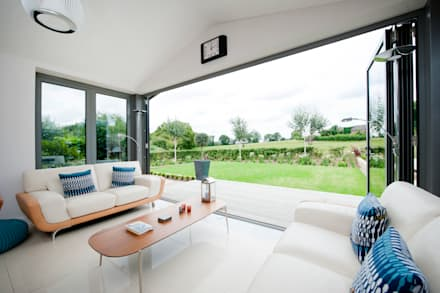Modern Kitchen / Lounge Extension: modern Conservatory by ROCOCO