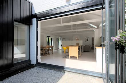 The Nook Converted Bakery: scandinavian Garden by NRAP Architects