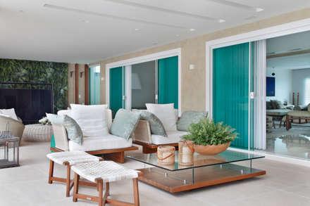 Arquitetura Residencial | Casa de luxo na Barra da Tijuca: Casas modernas por Leila Dionizios Arquitetura e Luminotécnica