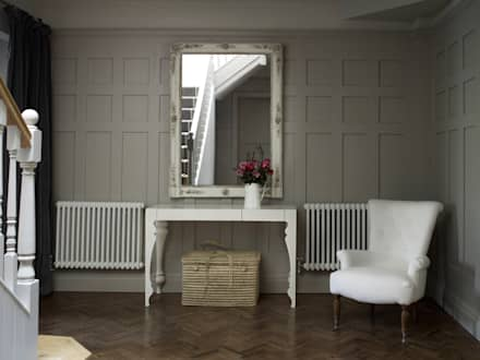 Hallway:  Corridor & hallway by Studio Duggan