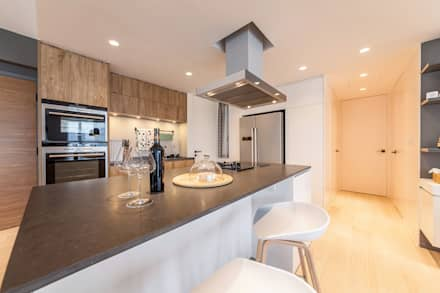 GW's RESIDENCE: minimalistic Kitchen by arctitudesign