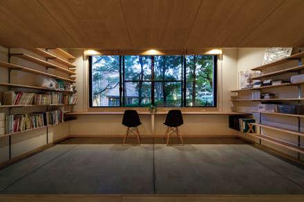土間ライブラリー: 株式会社 アポロ計画 リノベエステイト事業部が手掛けた書斎です。