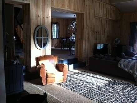 Vue du salon sur la salle à manger: Salle à manger de style de style eclectique par Concept Home Setting