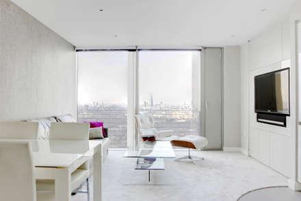 Canary Wharf Living Room: modern Living room by Primrose Interiors