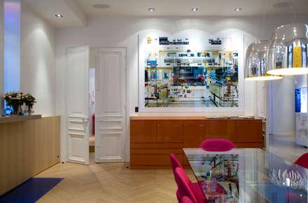 Appartement d'un collectionneur d'art contemporain-Paris-17e: Salle à manger de style de style Moderne par ATELIER FB