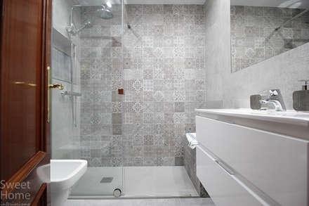 industrial Bathroom by Sweet Home Interiorismo