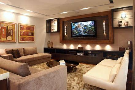 Apartamento Vila Rica Santos: Salas de estar modernas por Lucia Navajas -Arquitetura & Interiores