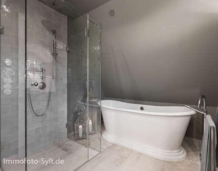 Reetdachhaus In List Auf Sylt: Landhausstil Badezimmer Von Immofoto Sylt