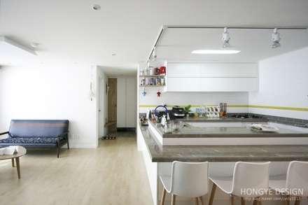다이닝룸: 홍예디자인의  다이닝 룸