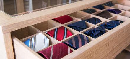 Schubladenschrank mit Krawatten Vitrine - beidseitig ausziehbar: klassische Ankleidezimmer von DESIGNWERK Christl