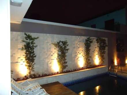 Residência Nádia & Pedro - Área externa: Jardins ecléticos por Kátia Borges - arquitetura+interiores
