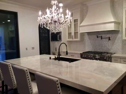 Kitchen Back Splash In California, USA: country Kitchen by ShellShock Designs