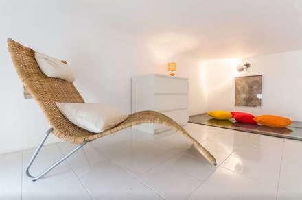 Loft Turin: Salas multimedia de estilo industrial de  Simona Garufi