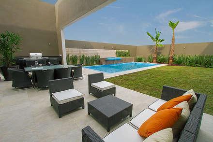 Casa Tec196: Terrazas de estilo  por Rousseau Arquitectos