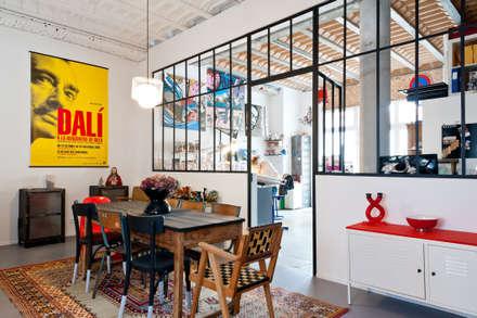 Loft Bordeaux: Salle à manger de style de style Industriel par Marie Dumora