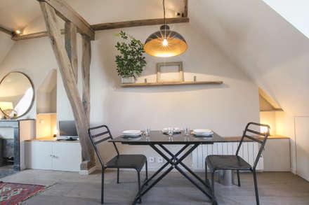 rue de rivoli 75001 PARIS: Salle à manger de style de style Scandinave par cristina velani