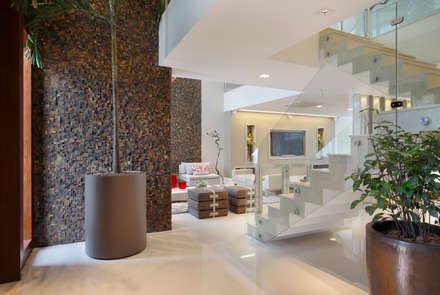 Koridor dan lorong by Arquitetura e Interior