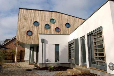 Rear elevations: scandinavian Garden by Gavin Langford Architects