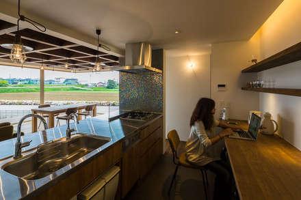 ふたつの芽: murase mitsuru atelierが手掛けたキッチンです。