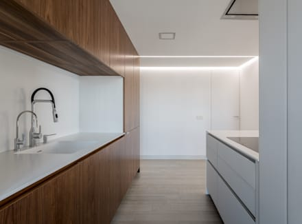 Cocina: Cocinas de estilo minimalista de LLIBERÓS SALVADOR Arquitectos