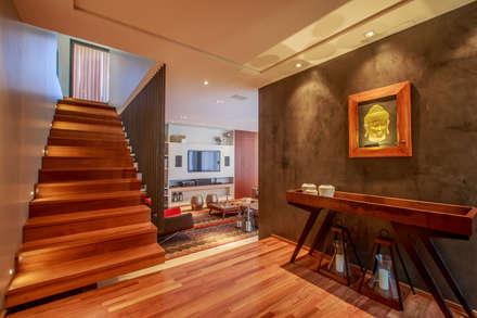 Hall: Corredores, halls e escadas modernos por WTstudio