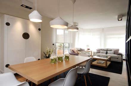 Decoración de casa moderna y actual para familia con niños: Salones de estilo moderno de Sube Susaeta Interiorismo - Sube Contract Bilbao