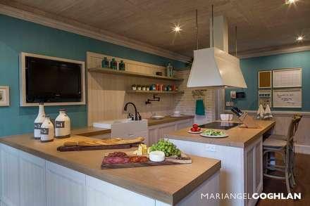 Cocina: Cocinas de estilo rústico por MARIANGEL COGHLAN