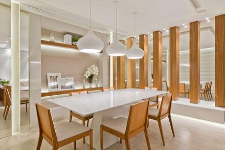 Casa Cor PR 2013 : Salas de jantar modernas por Rolim de Moura Arquitetura e Interiores