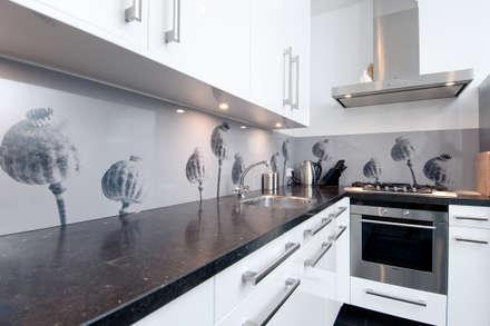 "Keuken achterwand ""Papaver Somniferum"" op Pimp Superior materiaal: moderne Keuken door PimpYourKitchen"