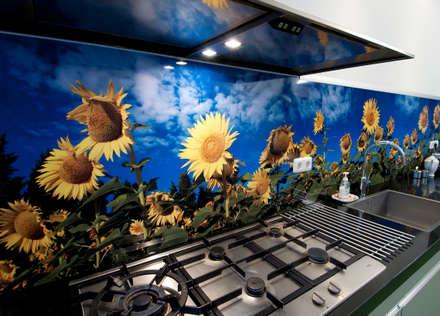 "Keuken achterwand ""Sunflowers"" op Pimp Superior materiaal: moderne Keuken door PimpYourKitchen"