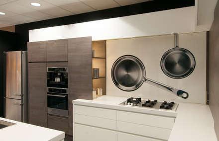 """Saucepan"" keuken achterwand op Pimp Superior materiaal.: moderne Keuken door PimpYourKitchen"