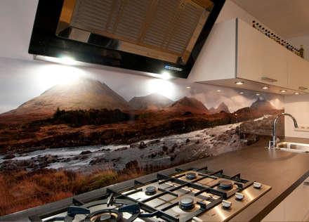 """""""Isle of Skye"""" keuken achterwand op Pimp Superior materiaal.: landelijke Keuken door PimpYourKitchen"""