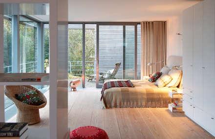 Oelsnerring: moderne Schlafzimmer von Andreas Edye Architekten