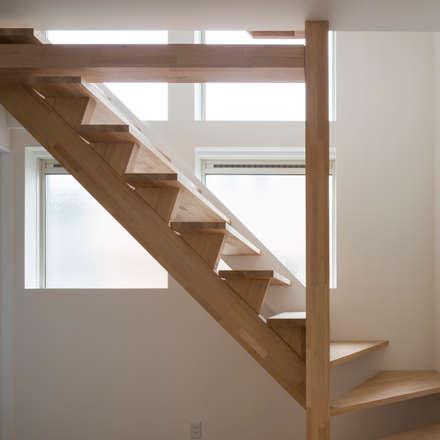 コンパクトで可愛いショートケーキハウス: M設計工房が手掛けた玄関/廊下/階段です。