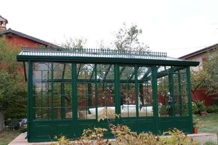 Giardino d' Inverno Cagis mod. British Style mt 5x3,5: Giardino d'inverno in stile in stile Moderno di Cagis