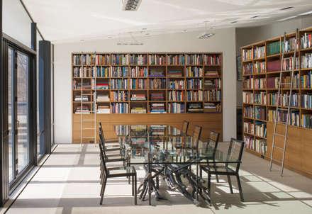 Difficult Run Residence: modern Dining room by Robert Gurney Architect