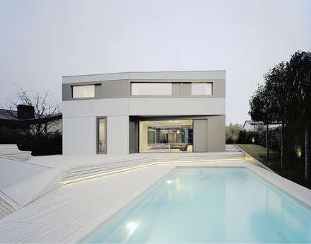 S3 CITYVILLA: minimalistischer Pool von steimle architekten