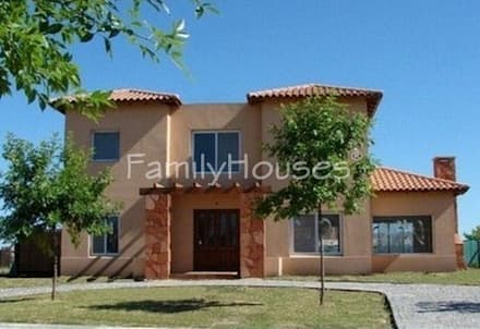 บ้านและที่อยู่อาศัย by Family Houses