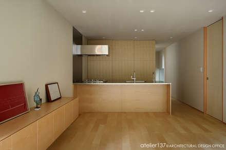 031軽井沢Tさんの家: atelier137 ARCHITECTURAL DESIGN OFFICEが手掛けたキッチンです。