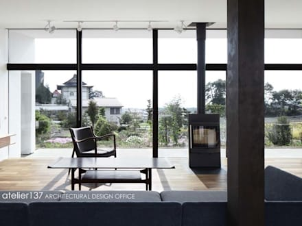 リビング~016小諸 I さんの家: atelier137 ARCHITECTURAL DESIGN OFFICEが手掛けたリビングです。