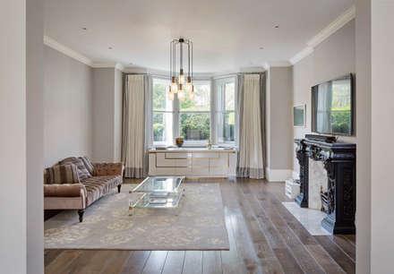 London Art de Vivre: eclectic Media room by Sophie Nguyen Architects Ltd