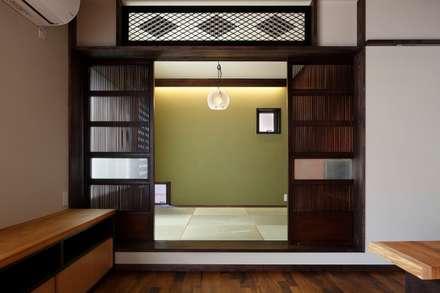 classic Media room by TAMAI ATELIER